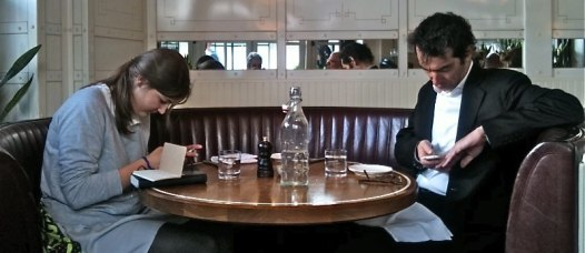 cell-phones-in-restaurant